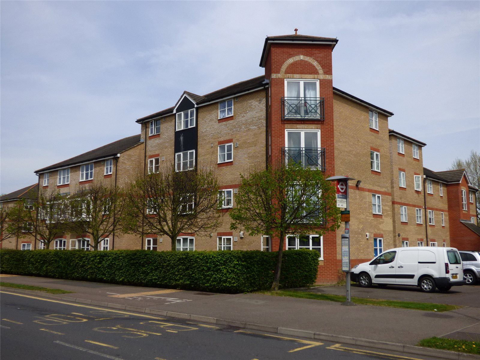 2 Bedrooms Flat for sale in Morris Court Enfield Greater London EN3