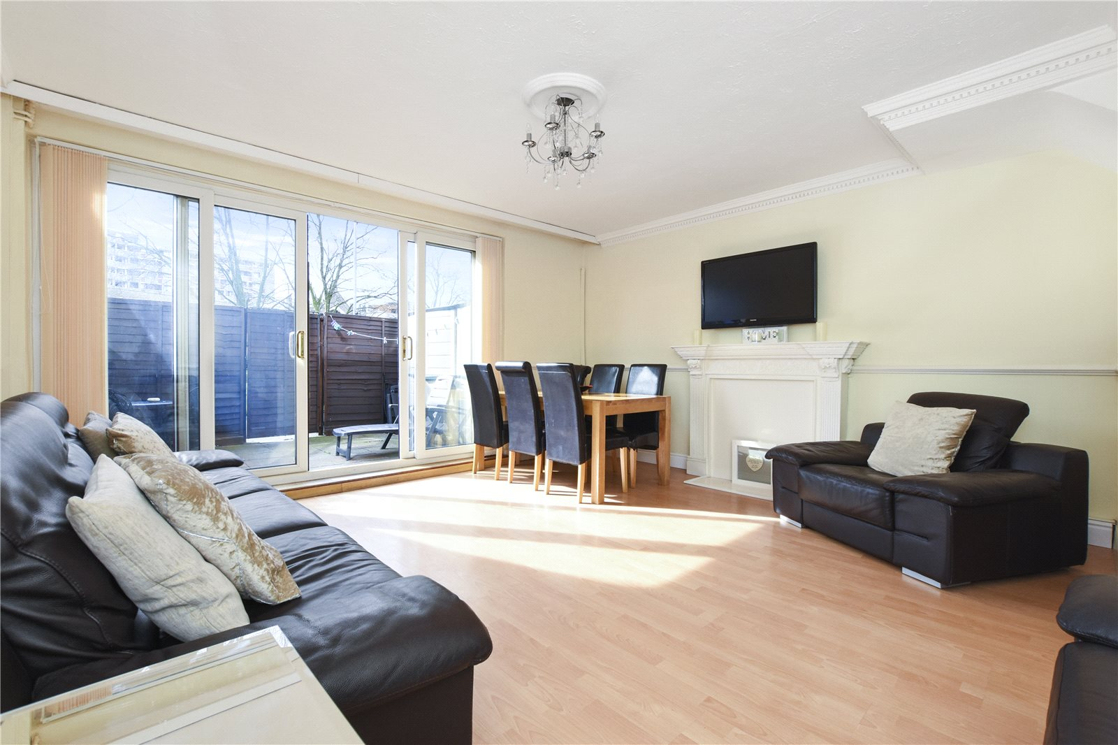 3 Bedrooms Maisonette Flat for sale in Fellows Court., Weymouth Terrace London E2