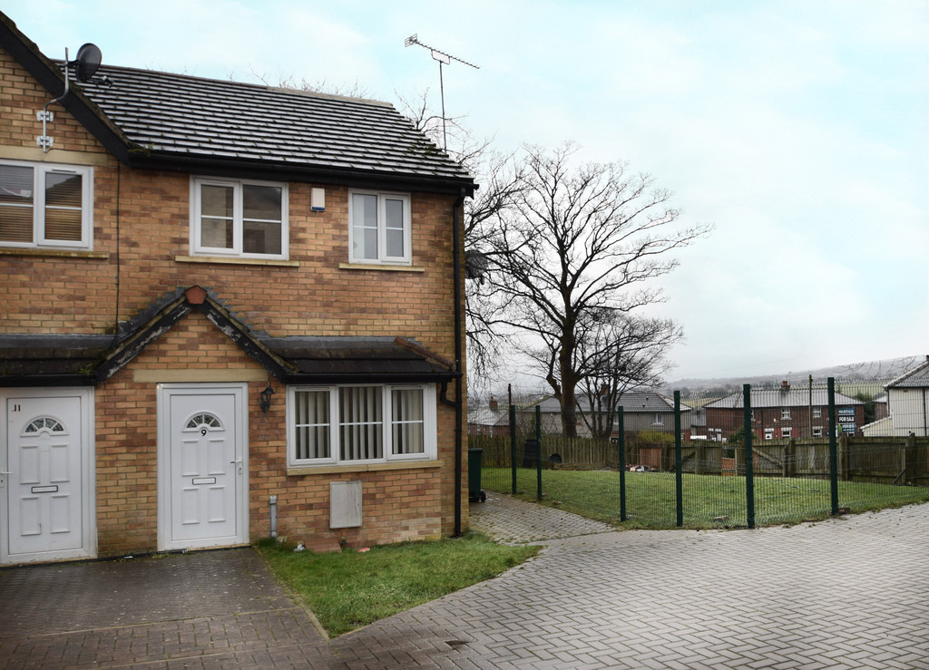 3 Bedrooms Property for sale in Currerbell Mews, Thornton BD13