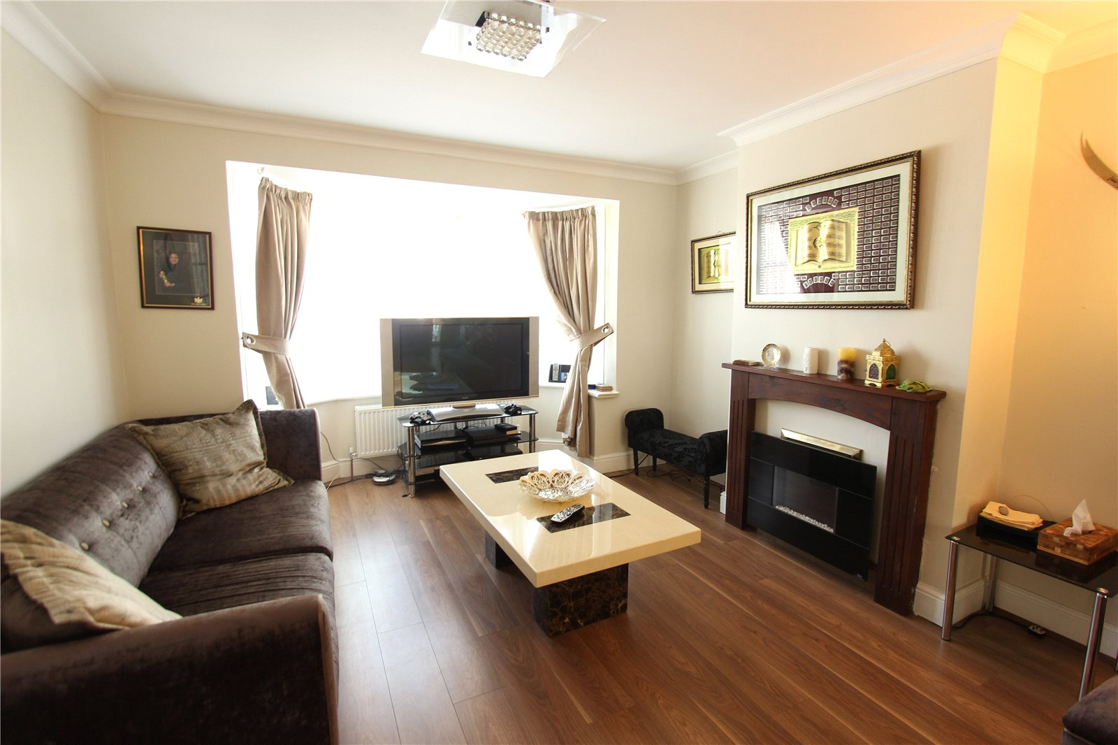 4 Bedrooms Semi Detached House for sale in Brampton Grove Wembley Middlesex HA9