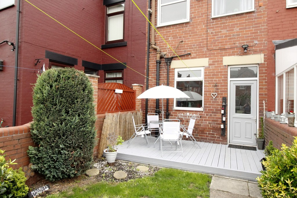 2 Bedrooms Terraced House for sale in Thomas Street, Hemsworth WF9