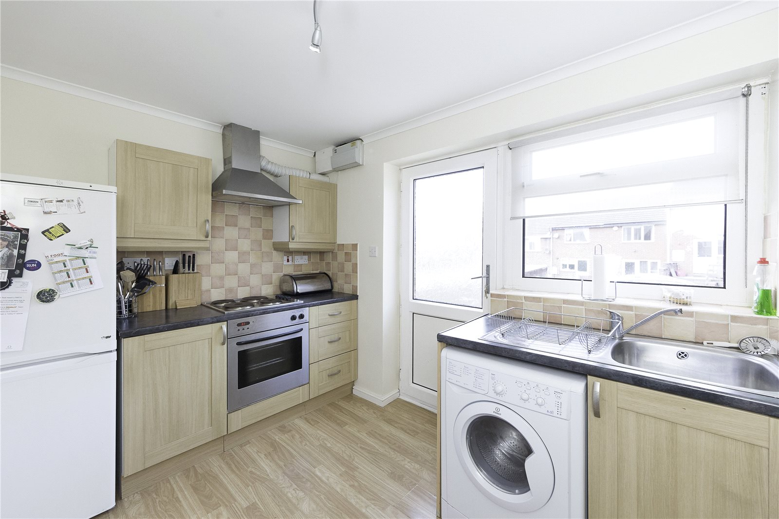 Whitegates bramley 2 bedroom house for sale in bath road for Perfect kitchen bramley
