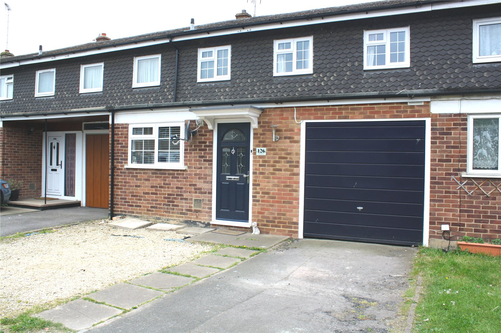 Parkers Woodley 3 Bedroom House Sstc In Howth Drive