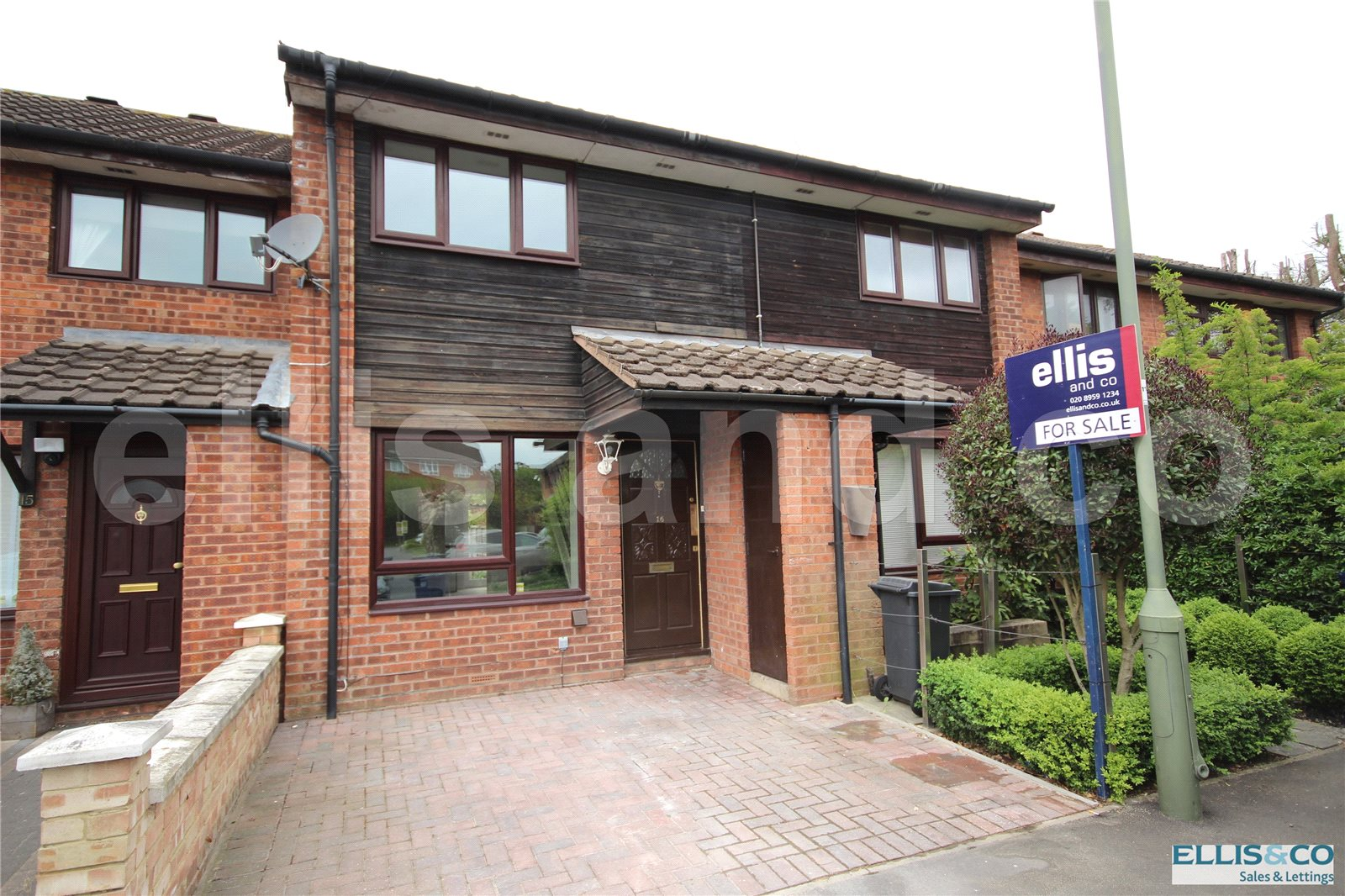 2 Bedrooms Terraced House for sale in Rowlands Close Mill Hill London NW7