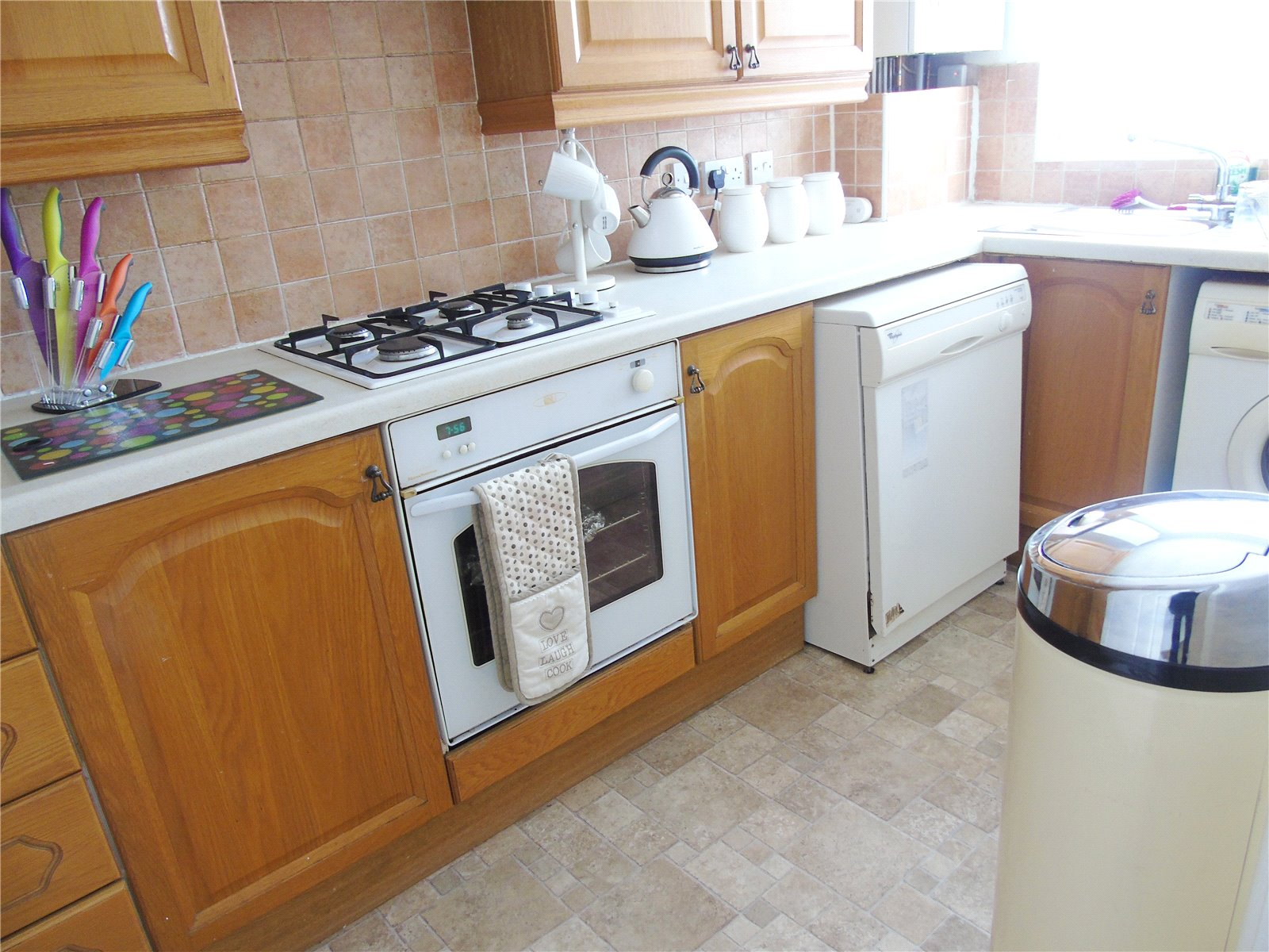Whitegates walton vale 2 bedroom flat to rent in sundene for Laminate flooring waterloo