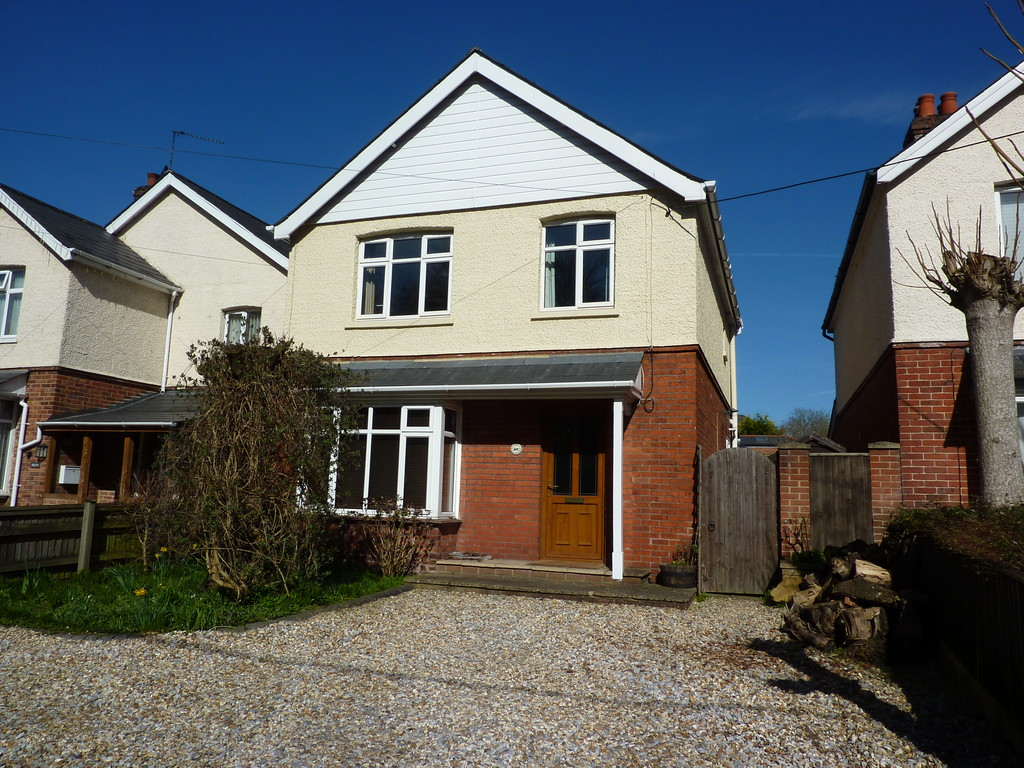 3 Bedrooms Detached House for sale in Charlton Road, Andover SP10