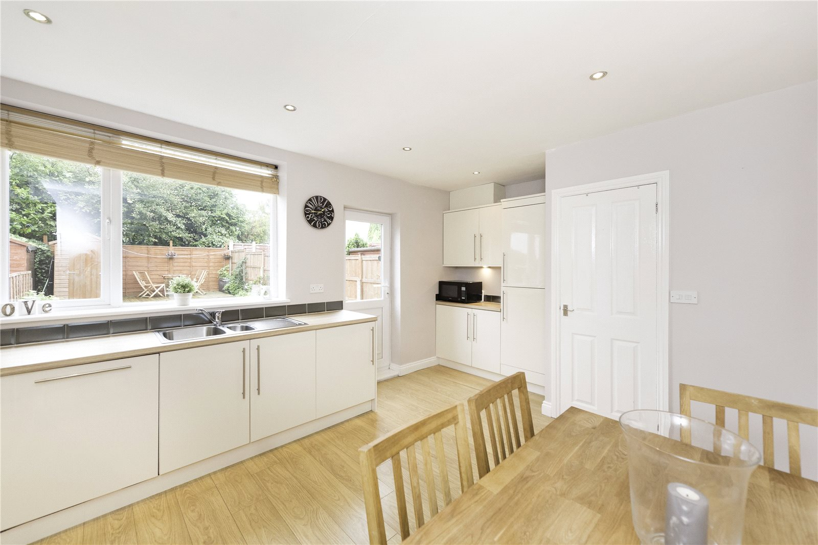 Whitegates bramley 3 bedroom house for sale in smalewell for Perfect kitchen bramley