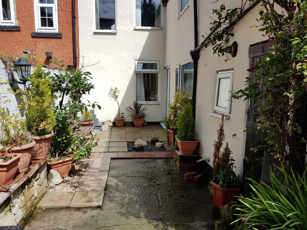 4 Bedrooms Terraced House for sale in Redcar Road, Guisborough TS14