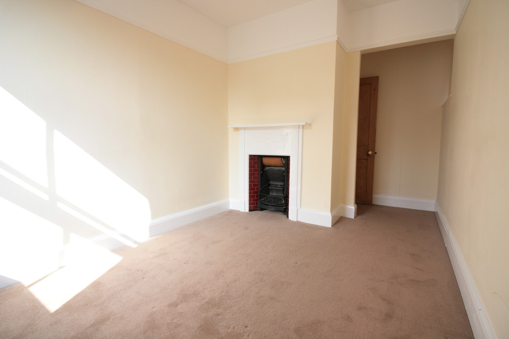 Martin Amp Co Reigate 3 Bedroom Detached House To Rent In