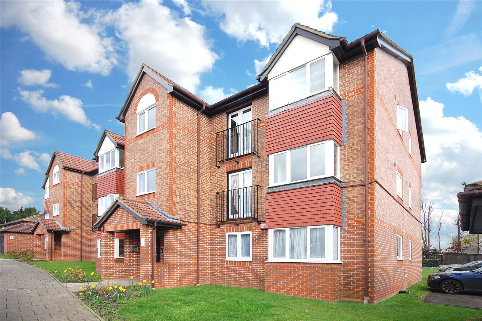 2 Bedrooms Flat for sale in Campbell Gordon Way London NW2