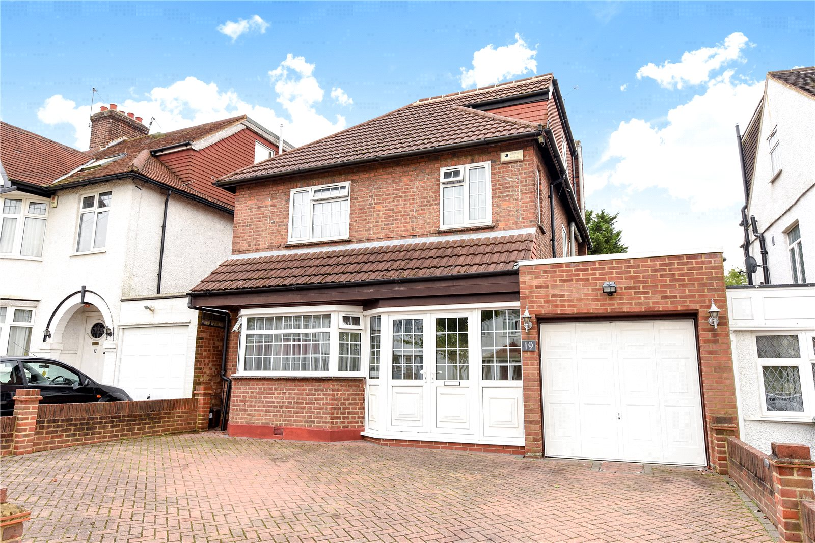 4 Bedrooms Detached House for sale in Longfield Avenue Mill Hill London NW7
