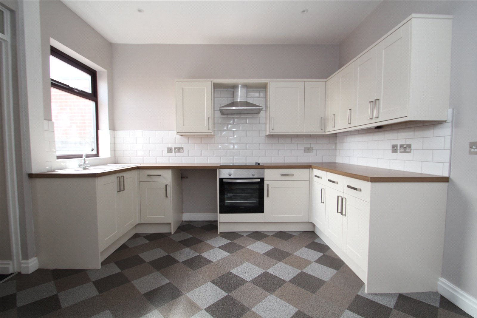 Whitegates pontefract 2 bedroom house for sale in blundell for Perfect kitchen pontefract