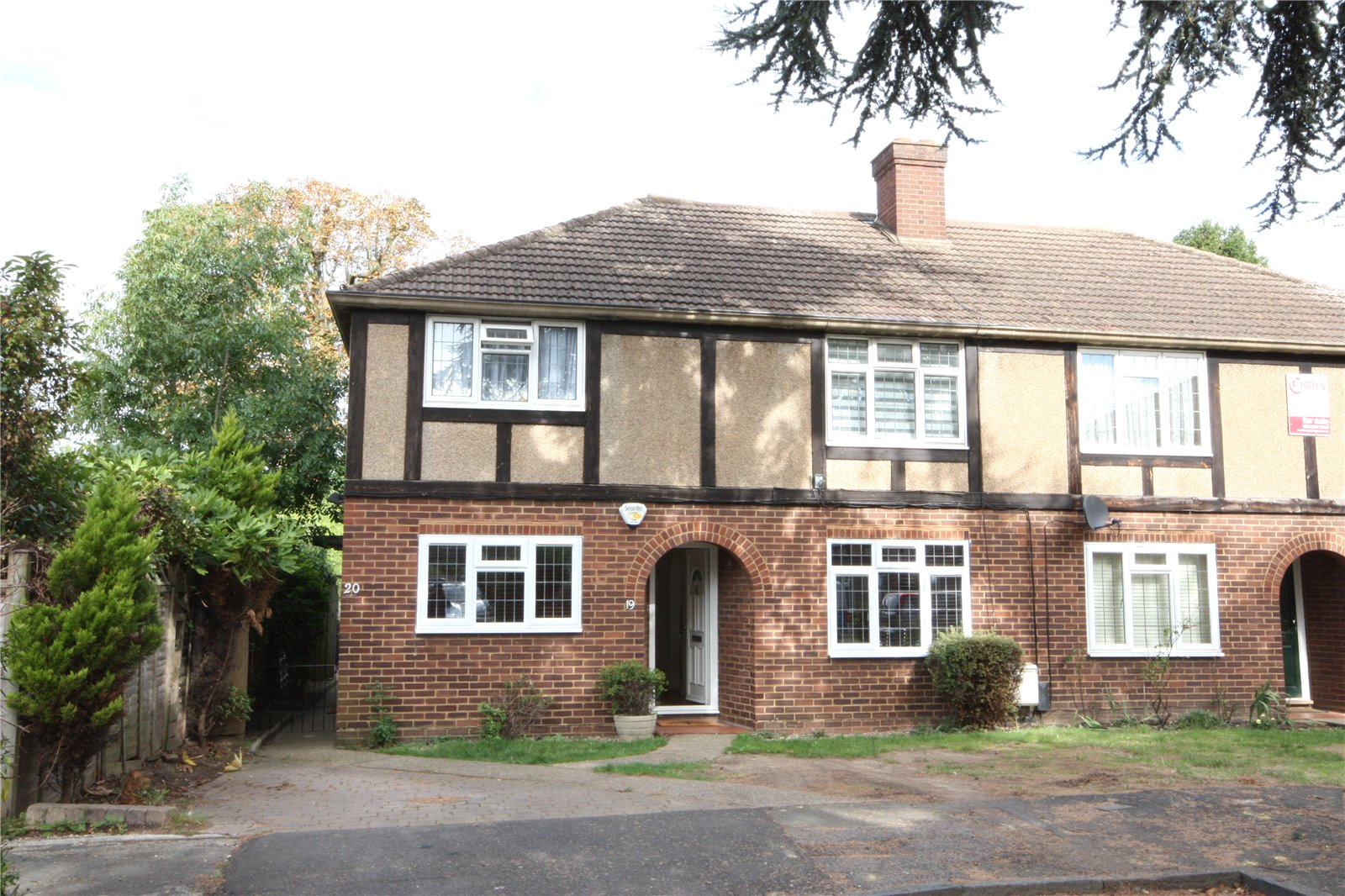 2 Bedrooms Maisonette Flat for sale in Calder Close Enfield Middlesex EN1