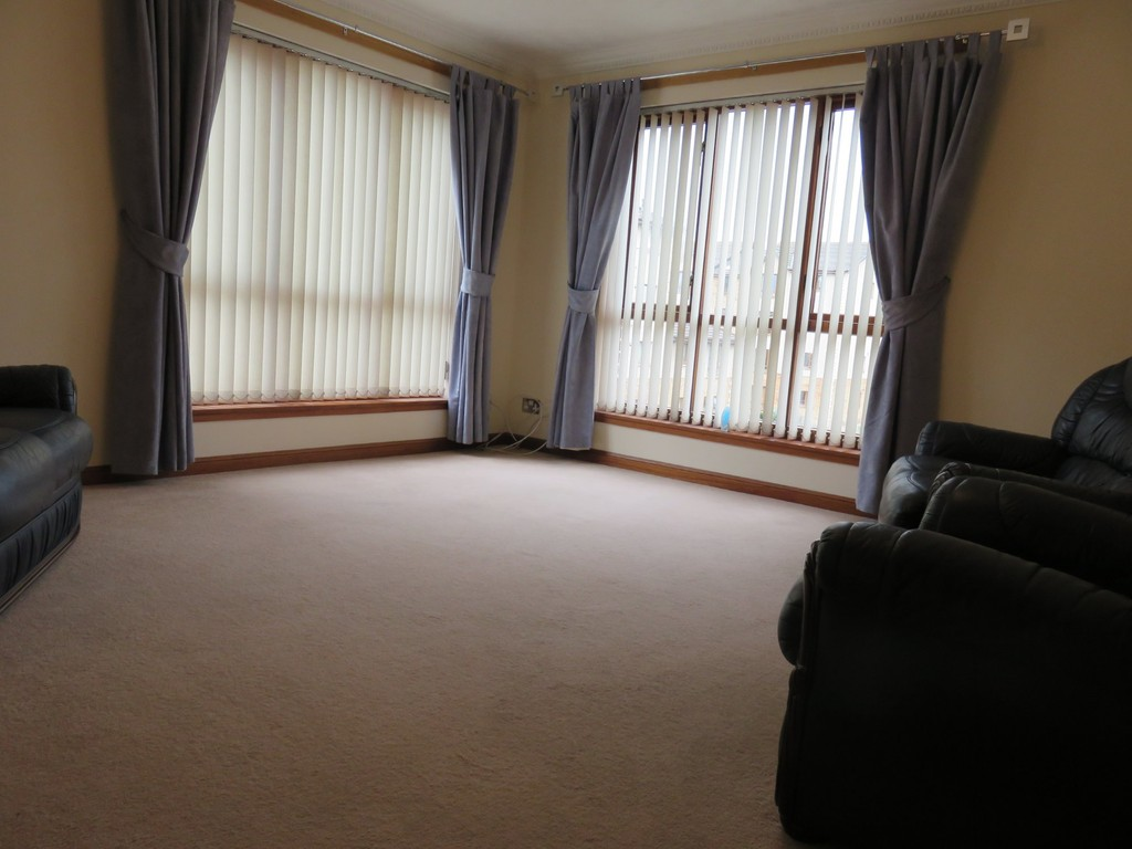 Martin co kirkcaldy 3 bedroom flat to rent in rutherford for Dining room kirkcaldy