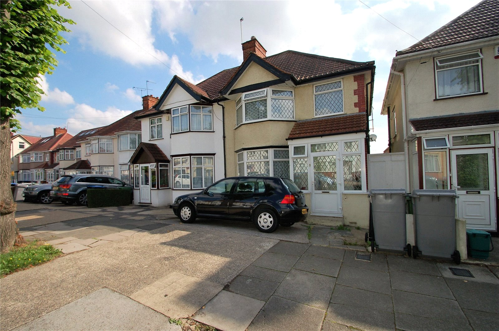 4 Bedrooms Semi Detached House for sale in Victoria Avenue Wembley HA9