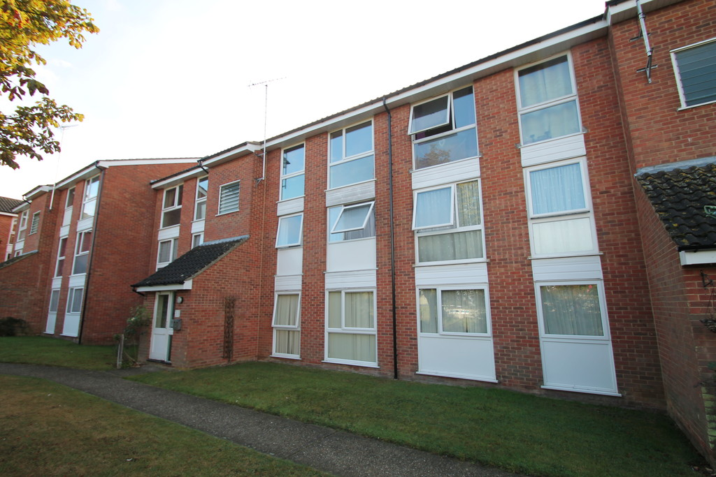 2 Bedrooms Apartment Flat for sale in Hogath Court , Chelmsford CM1