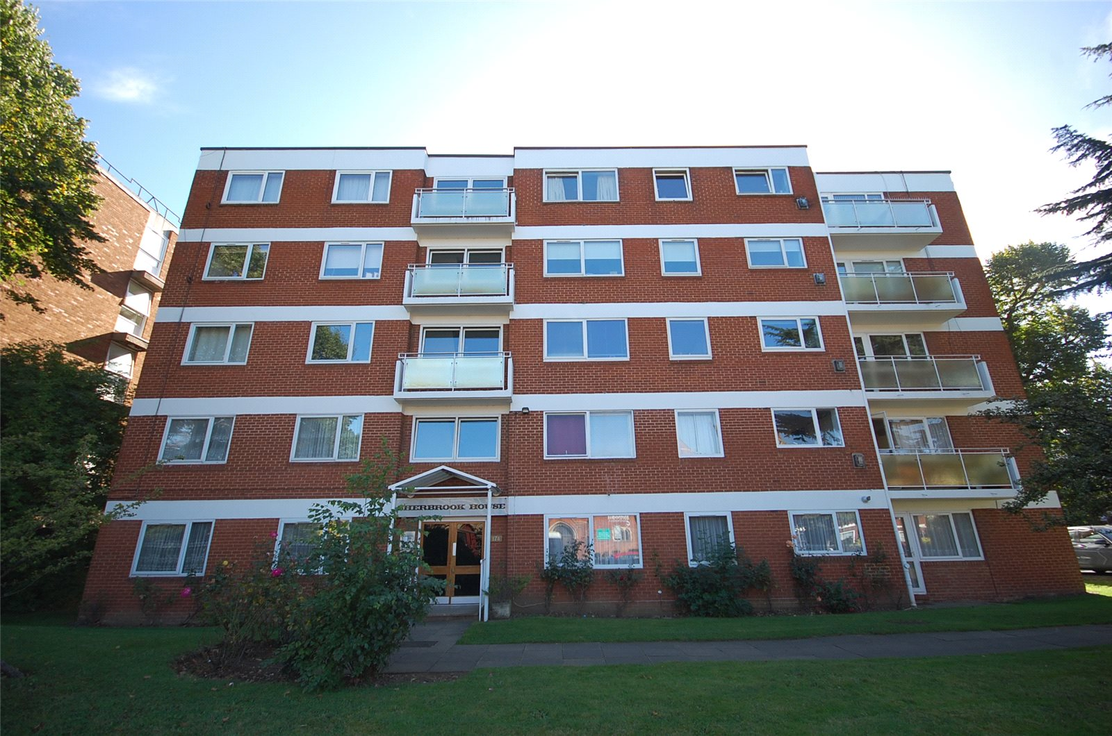 3 Bedrooms Flat for sale in Ballards Lane Finchley London N3