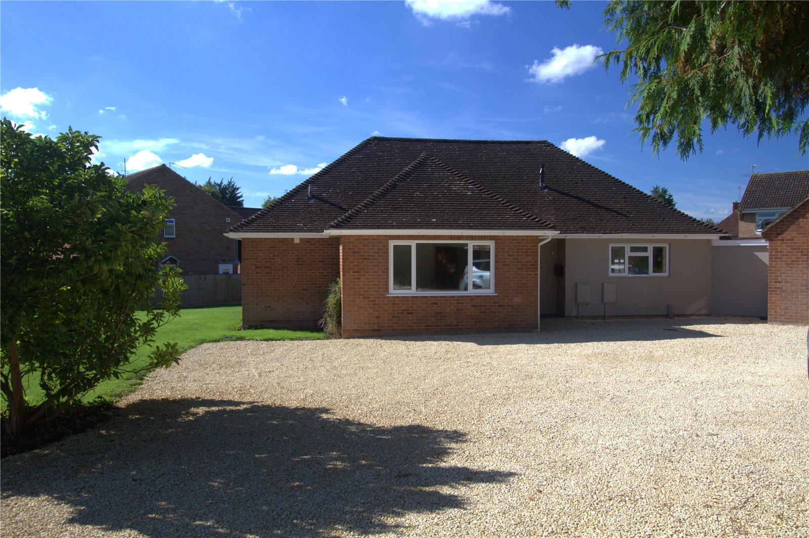 4 Bedrooms Bungalow for sale in Grove Crescent Barnwood GLOUCESTER GL4