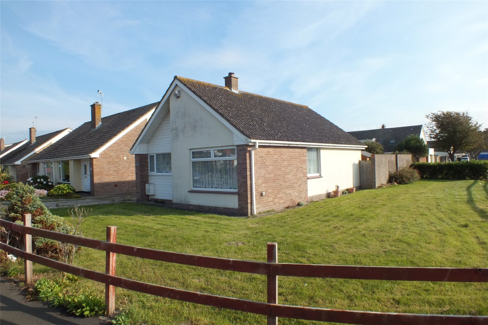 2 Bedrooms Bungalow for sale in Steart Avenue Burnham On Sea Somerset TA8