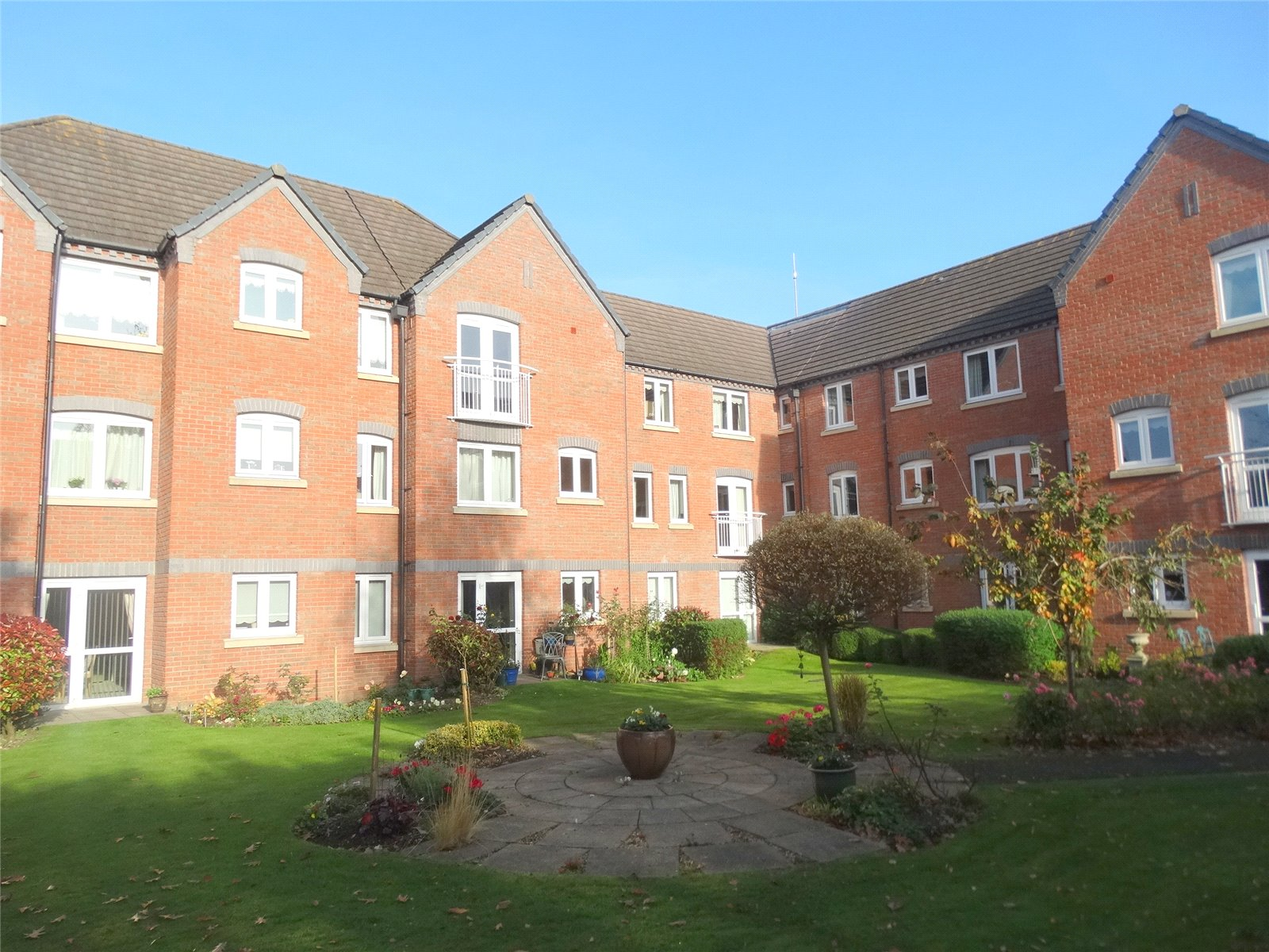 1 Bedroom Flat for sale in Whittingham Court Tower Hill Droitwich WR9