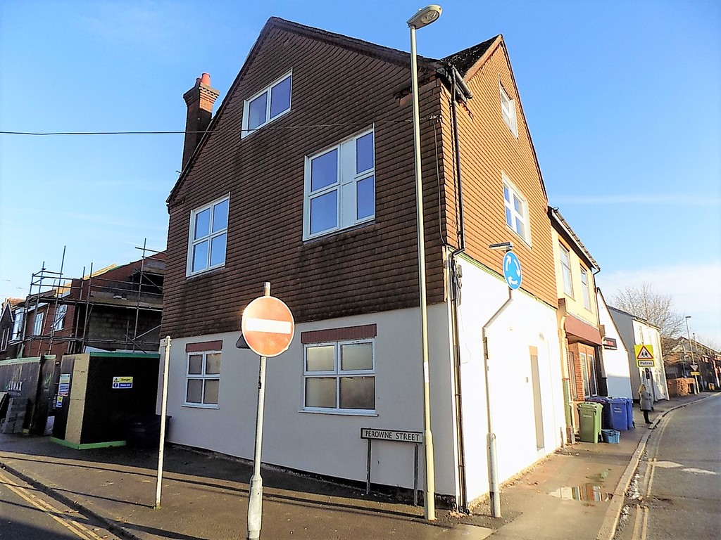 1 Bedroom Studio Flat for sale in Queens Road, Aldershot GU11