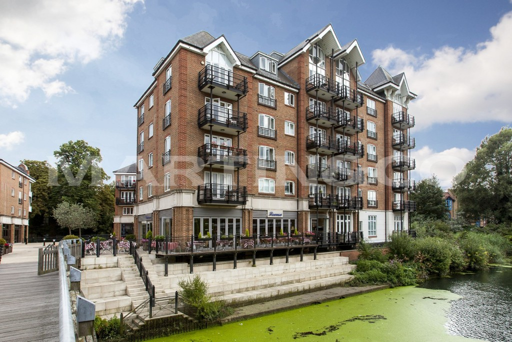 3 Bedrooms Property for sale in Oakbark House, Brentford Lock TW8