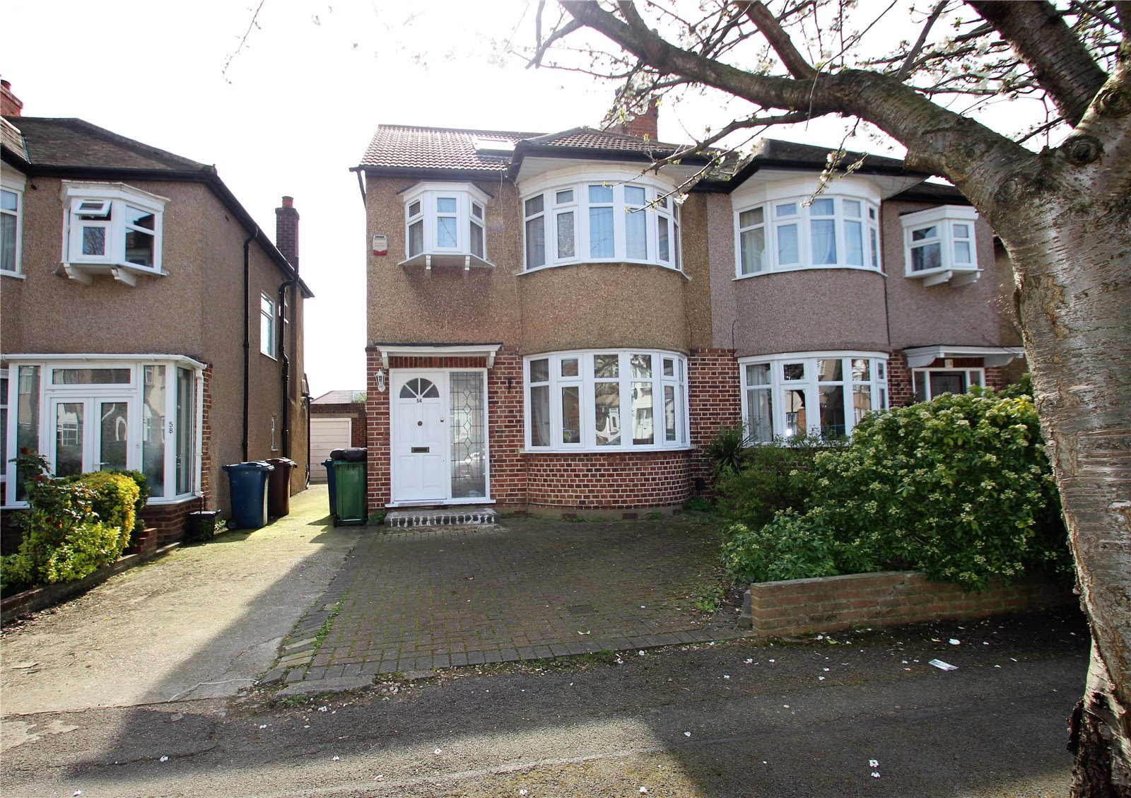 4 Bedrooms Semi Detached House for sale in Formby Avenue Stanmore Middlesex HA7