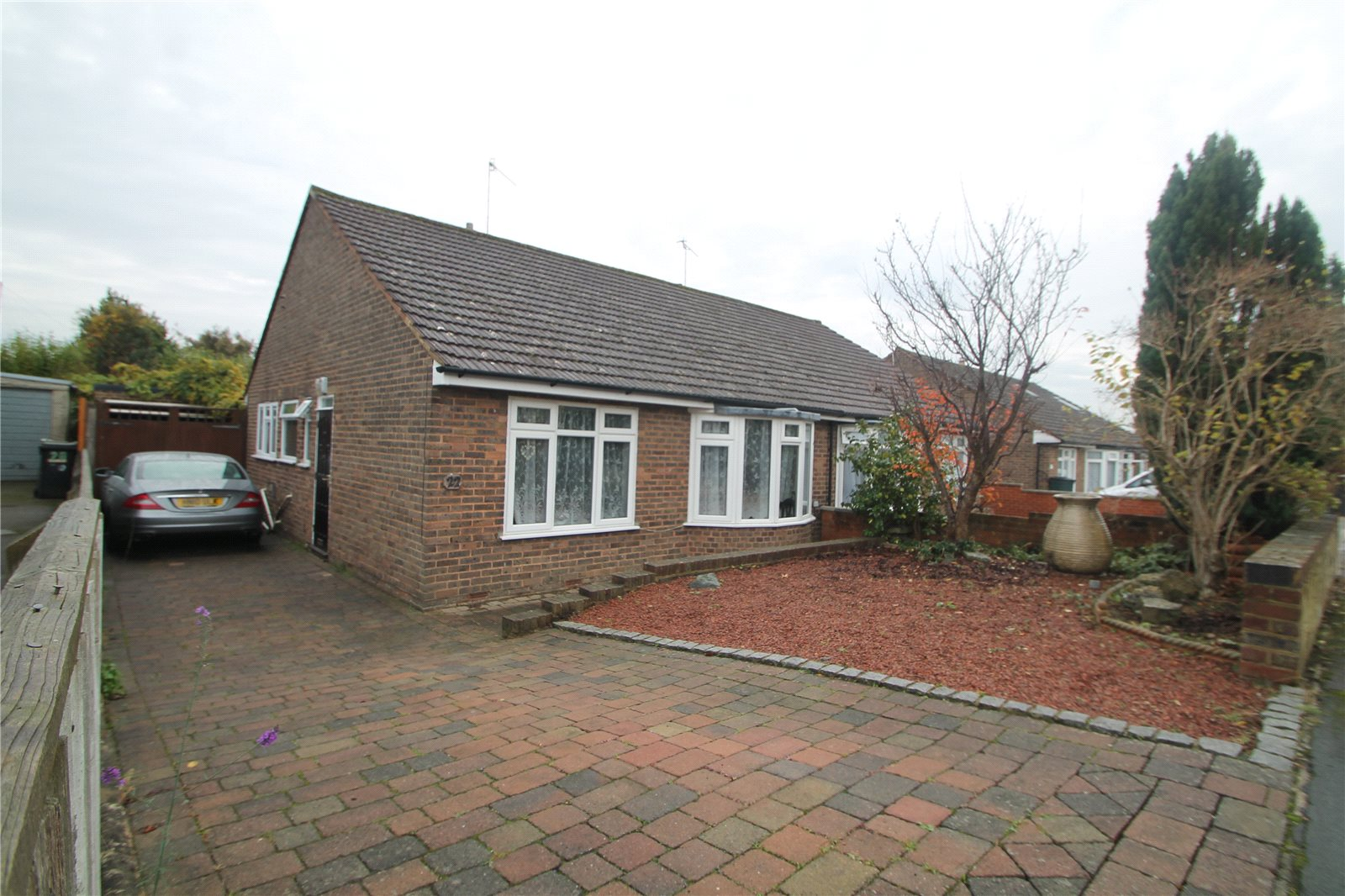 2 Bedrooms Bungalow for sale in Pen Way Tonbridge Kent TN10