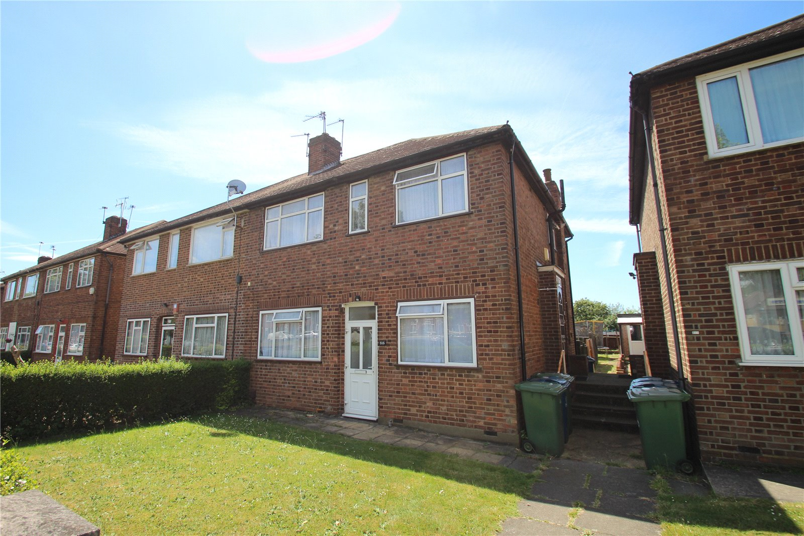 2 Bedrooms Maisonette Flat for sale in Honeypot Lane Stanmore Middlesex HA7