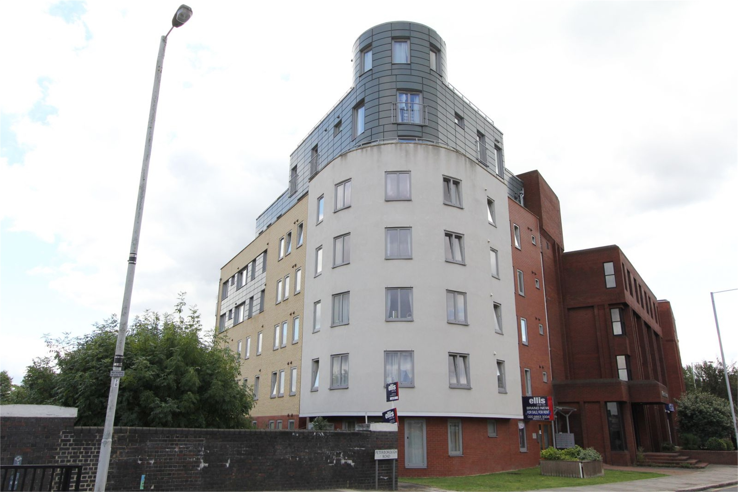3 Bedrooms Flat for sale in Spire House 1 Peterborough Road Harrow HA1