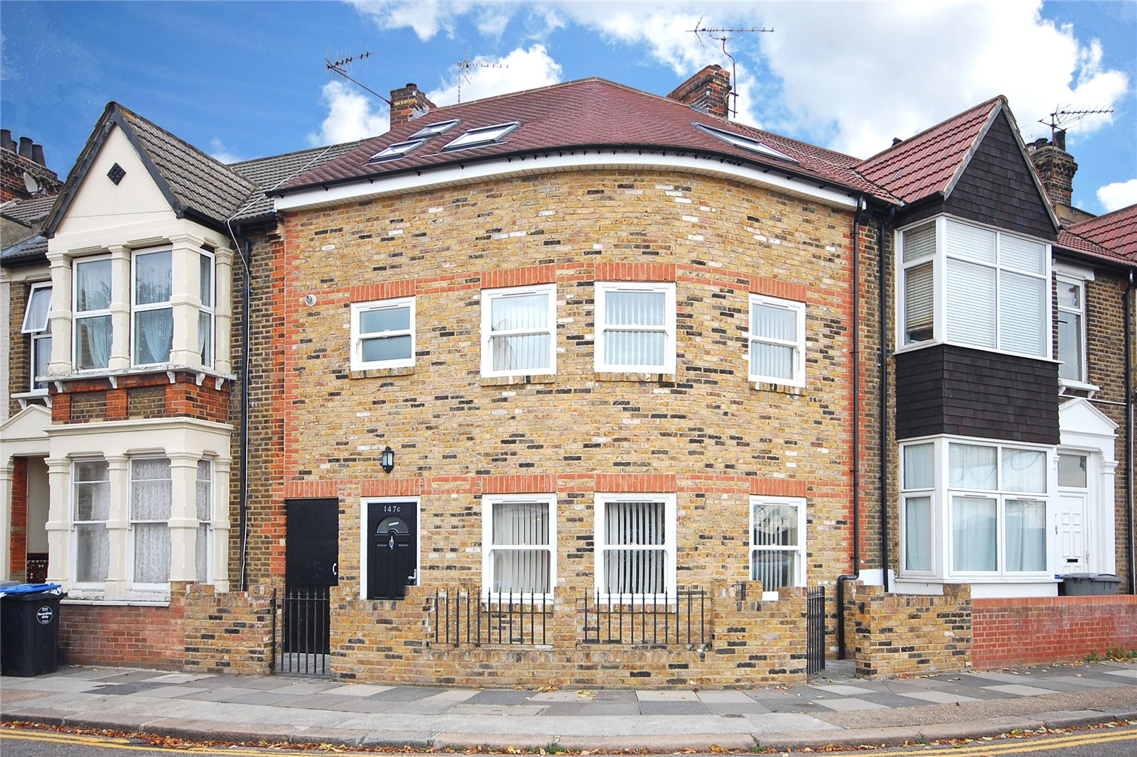 5 Bedrooms Terraced House for sale in Harley Road London NW10
