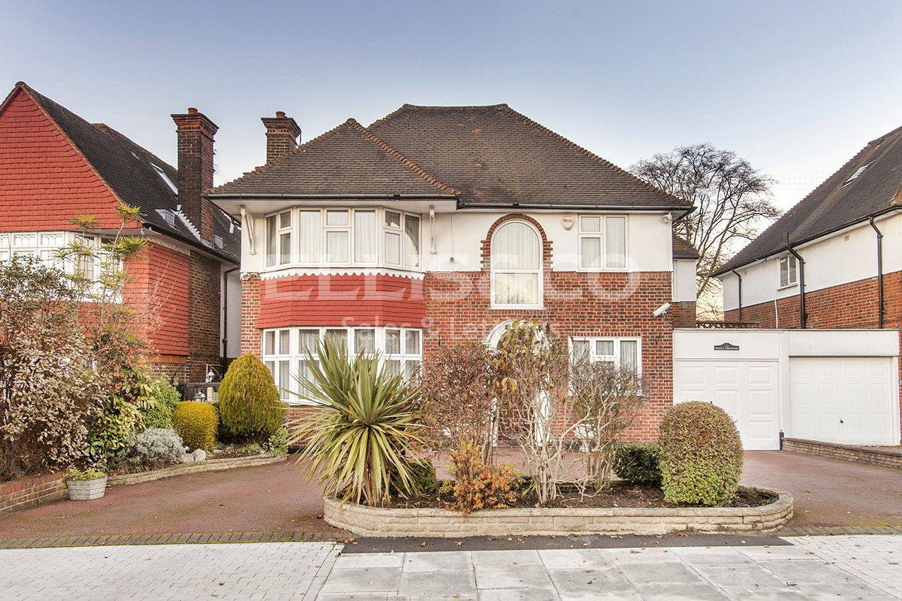 6 Bedrooms Detached House for sale in Manor Hall Avenue London NW4