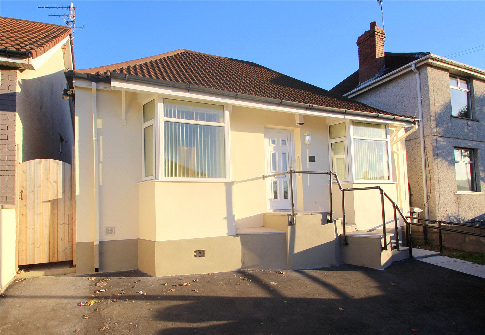 3 Bedrooms Bungalow for sale in Bishopsworth Road Bedminster Down BRISTOL BS13