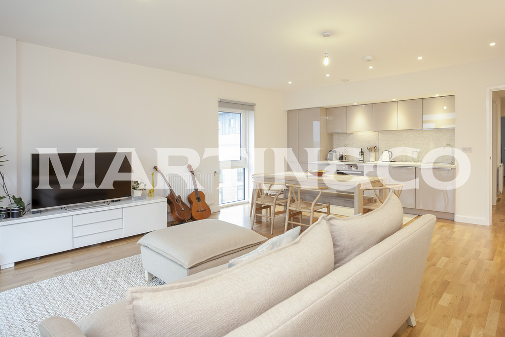 3 Bedrooms Apartment Flat for sale in Lakeside Drive, Park Royal NW10