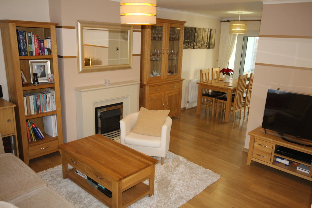 3 Bedrooms Terraced House for sale in St Pauls Gate, Wokingham RG41