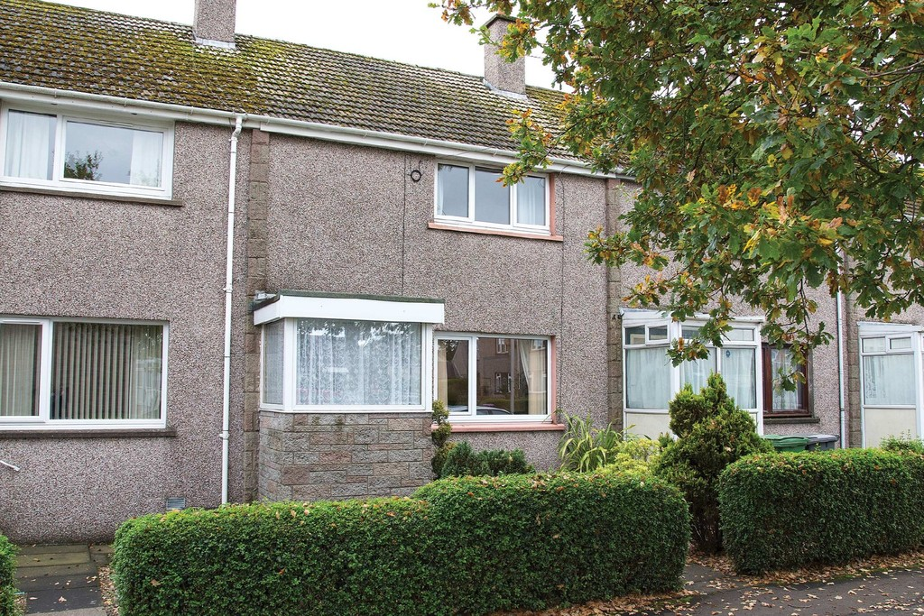 2 Bedrooms Terraced House for sale in Omachie Place, Wellbank DD5