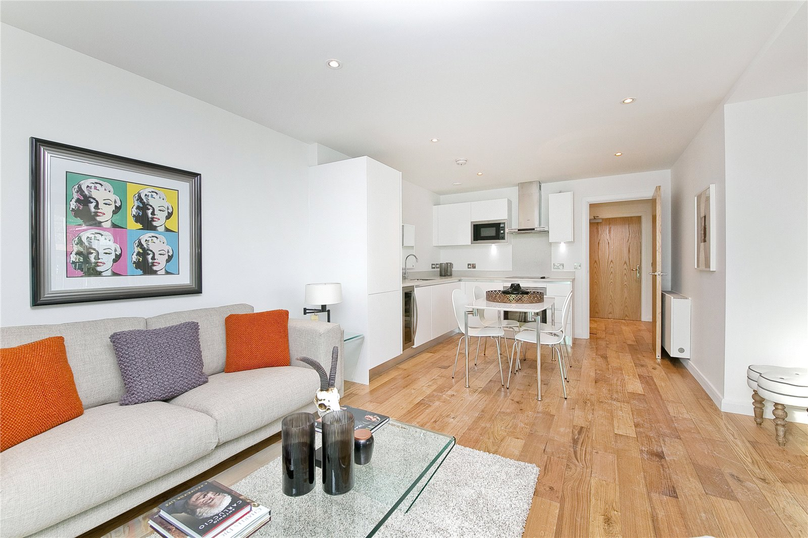 2 Bedrooms Flat for sale in Iverson Road London NW6