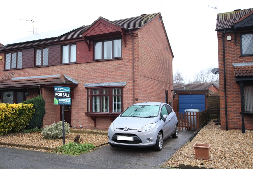 3 Bedrooms Semi Detached House for sale in Balderton, Heron Way NG24