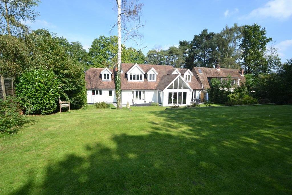 4 Bedrooms Detached House for sale in Heath Ride, Finchampstead RG40