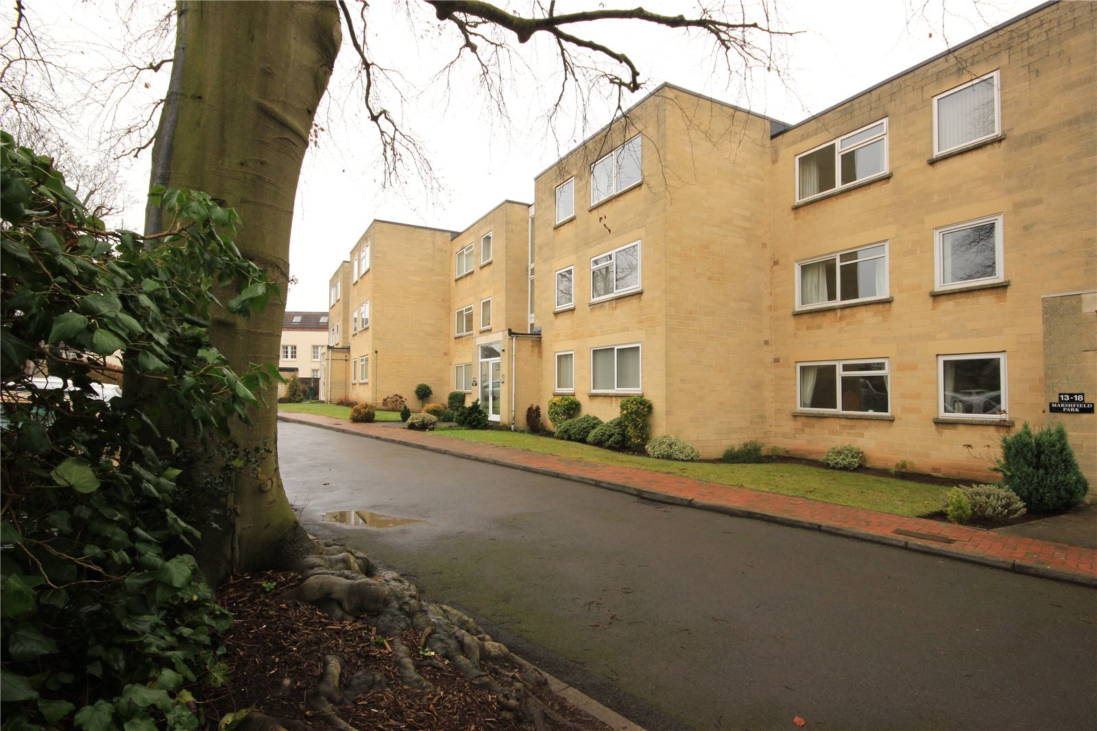 2 Bedrooms Flat for sale in Marshfield Park Cleeve Wood Road Bristol BS16