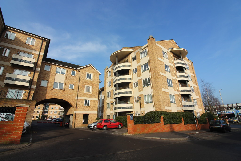 2 Bedrooms Apartment Flat for sale in Branagh Court, Reading RG30