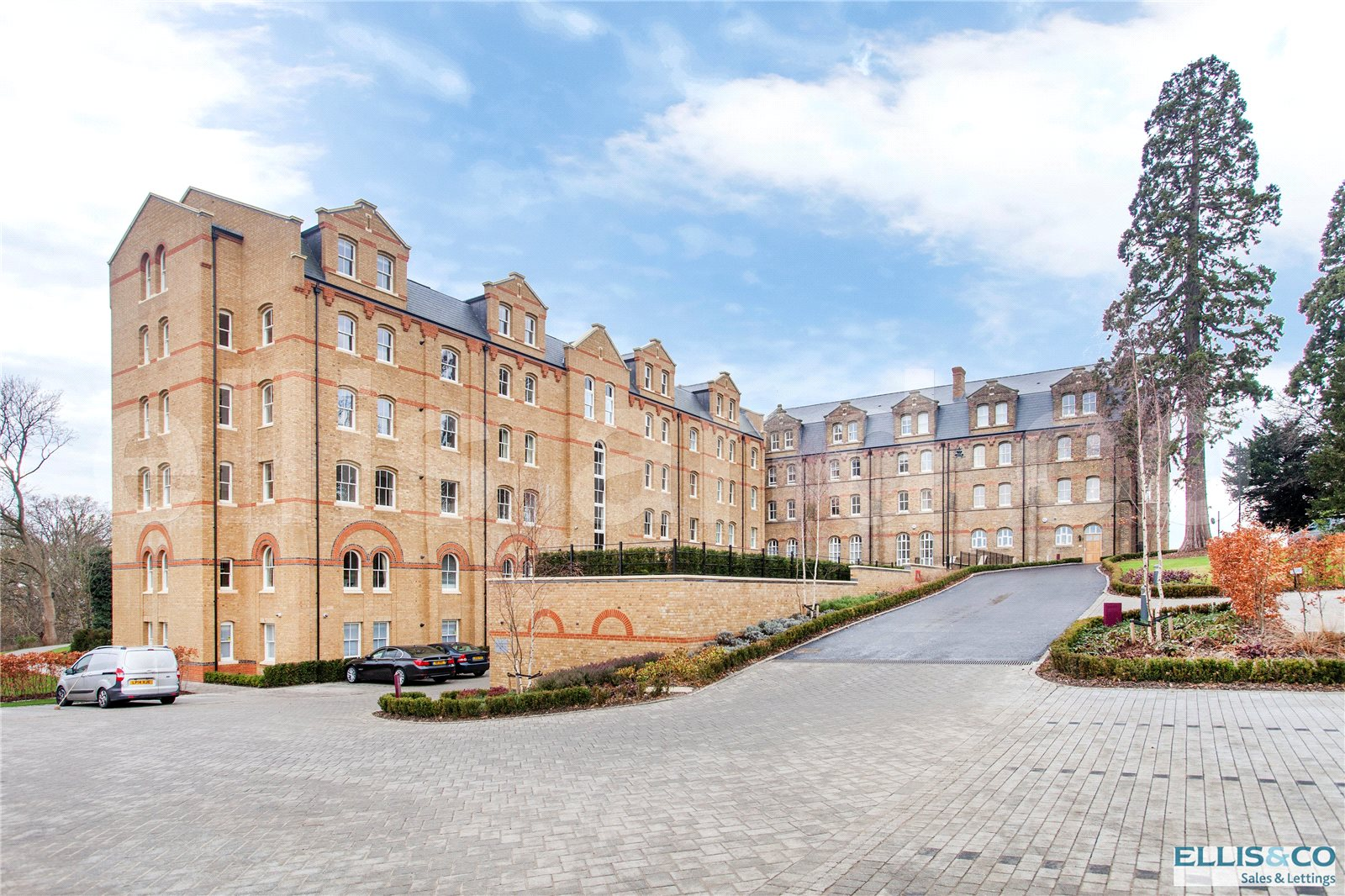 3 Bedrooms Flat for sale in Holborn Close St Josephs Gate Mill Hill NW7