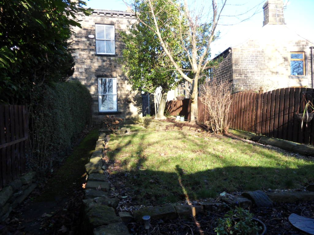 Yorkshire Terrace: Whitegates Dewsbury 2 Bedroom House SSTC In Healey Lane