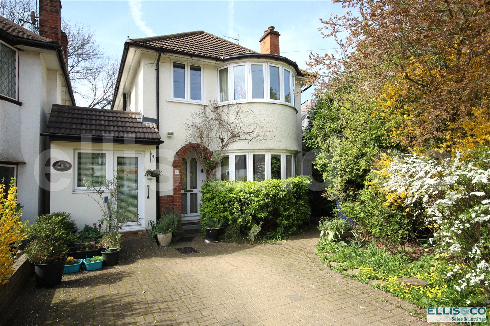 3 Bedrooms Detached House for sale in Lawrence Avenue Mill Hill London NW7