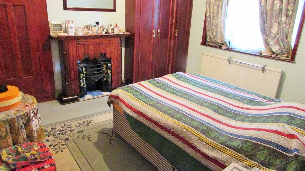 Bedroom Terraced House For Sale In Sunningdale Avenue East Acton W3