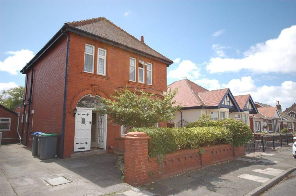 4 Bedrooms Detached House for sale in Kingston Avenue , Blackpool FY4
