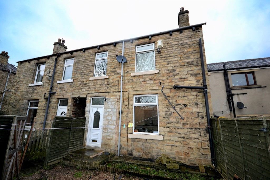 3 Bedrooms Terraced House for sale in Schofield Lane, Moldgreen HD5