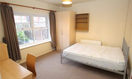 House Share, London Road Gloucester GL1 Image 2