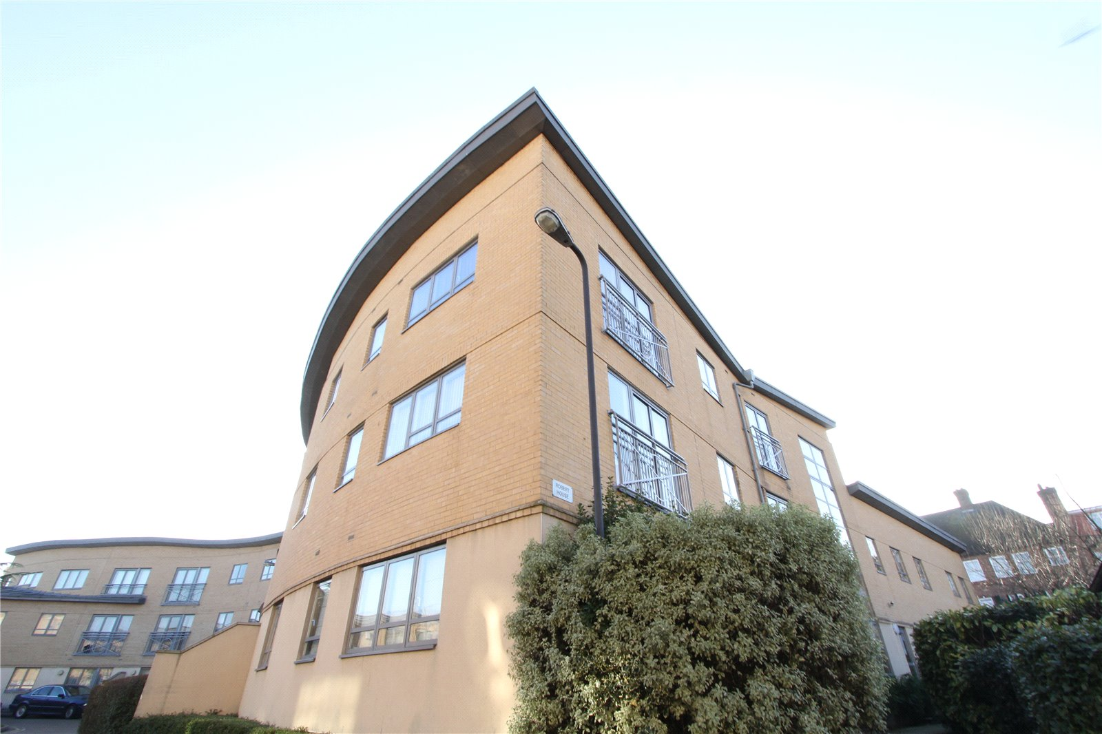 2 Bedrooms Flat for sale in Robert House Sovereign Place Harrow HA1