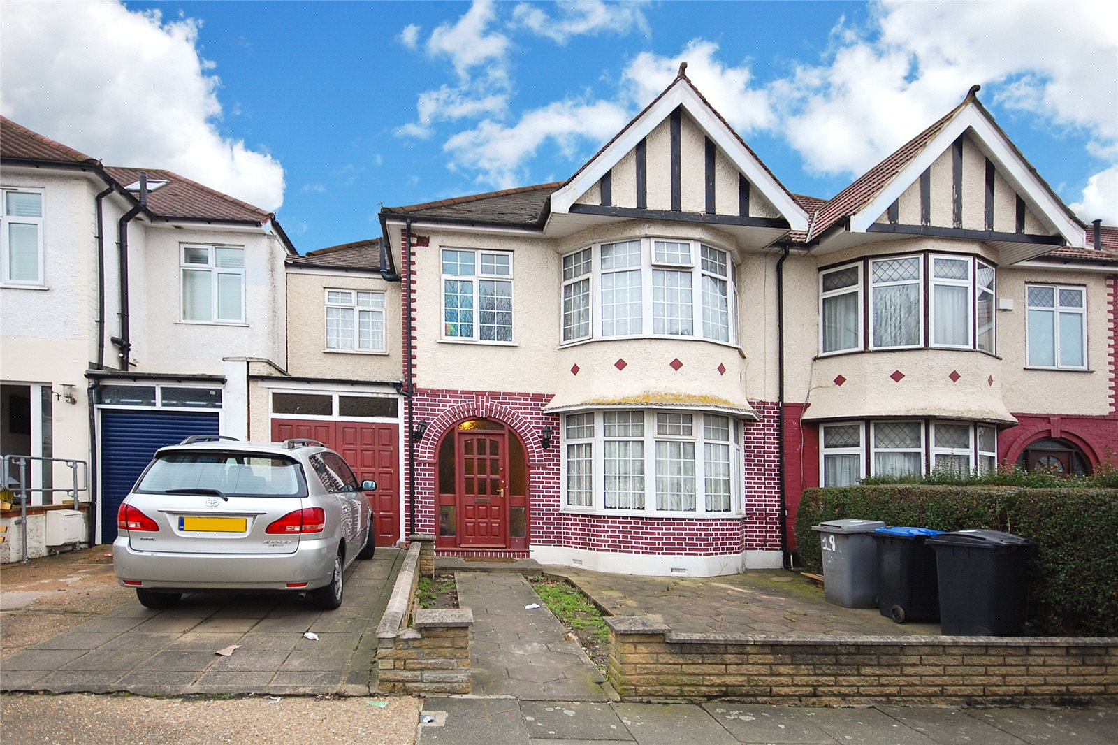 4 Bedrooms Semi Detached House for sale in Park View Road London NW10